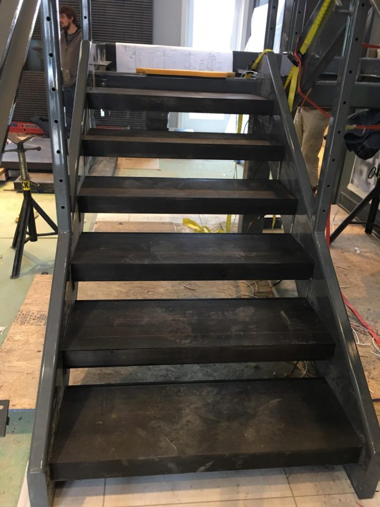 Custom Powder Coated Metal Stair Waiting Pre-Cable Rails